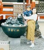 Pregnant Woman touching the dog deity at Suitengu Shrine, Nihombashi, Tokyo; photo courtesy of Kenyon College