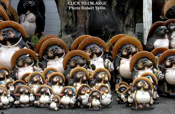 Tanuki statues in front of store in Shigaraki, photo by Robert Yellin