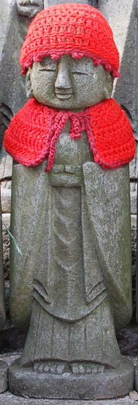 cute-jizo-red-bib-hat-hase-dera-kamakura-1