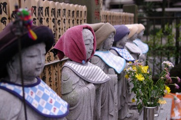 Six Hats for Jizo. Photo courtesy http://bush.air-nifty.com/bushlog/cat4452502/index.html