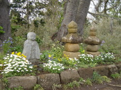 Jizo Bosatsu and Ishidoro, Trail in Kamakura