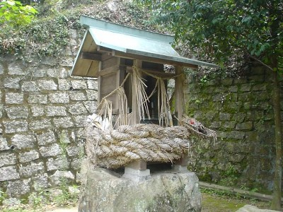 Small shrine dedicated to Sanbou Koujin