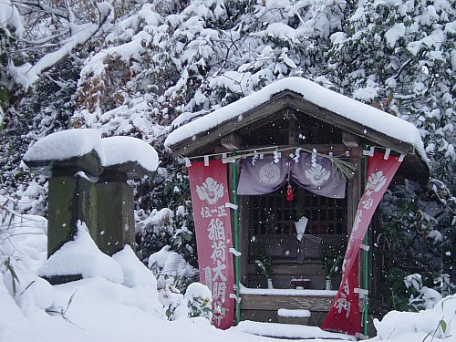 Small shrine inside Tokeiji Temple (Kita Kamakura)